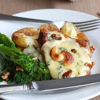 These tender mushroom and cheese pork chops are full of creamy cheese flavour and earty mushrooms which make a great combo with the succulent pork Cider Pork Chops, Apple Pork Chops, Best Pork Chop Recipe, Pork Chop Recipes, Dinner Dishes, Dinner Recipes, Yummy Recipes, Dinner Ideas, Main Dishes