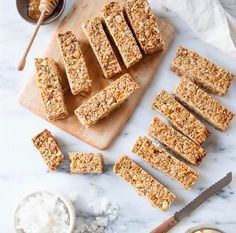 Looking for a healthy afterschool snack to make for the kiddos this week? Check out these Chewy Coconut Cashew Granola Bars from Healthy Afterschool Snacks, Baking Recipes, Cookie Recipes, Muesli Bars, Homemade Granola Bars, Snacks To Make, Chocolate Cookies, Sweet Recipes, Yummy Recipes
