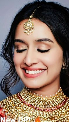 Shraddha Kapoor - Lots Of Love <-) By Himanshu Patni Enna Sona Kyun Rabb Ne Banaya Aavan Jaavan Te Main Yaara Nu Manawa Bollywood Girls, Indian Bollywood, Bollywood Fashion, Shraddha Kapoor Saree, Deepika Padukone, Shraddha Kapoor Instagram, Stylish Girl Images, Stylish Girl Pic, Stylish Dp