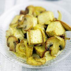 Tofu au curry et aux champignons #vegetalien #vegan http://madame.lefigaro.fr/recettes/tofu-curry-champignons-150513-382656