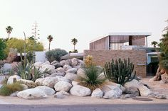 The Kaufmann House, located in Palm Springs, California, by Richard Neutra, a Viennese-born architect who moved to the United States in the 1920s. Via MID MOD AND MORE