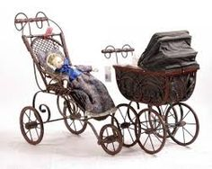 sportieve antieken poppenwagens.