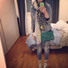 Jeans on Jeans / giacca Benetton / scarpe All Star / foulard #Zara