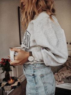 College sweater and jeans - casual looks - casual style Mode Outfits, Jean Outfits, Casual Outfits, Fashion Outfits, Womens Fashion, Travel Outfits, Fashion Tips, Fall Winter Outfits, Autumn Winter Fashion