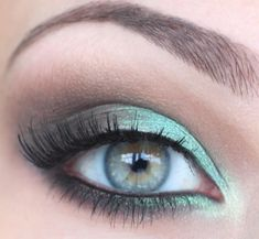 Green and brown smoky eye