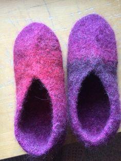 Huovutetut tossut Novita Joki-langasta Joki, Slippers, Crochet, Shoes, Fashion, Crafting, Moda, Zapatos, Shoes Outlet