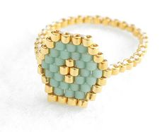 Tendance Joaillerie 2017 Hexagon Mint Ring Hexagon Ring Geometric Ring Beaded Ring Mint and Gold Skinny Ring Stacking Ring Spring Colors Modern Romantic Seed Bead Jewelry, Bead Jewellery, Wire Jewelry, Handmade Jewelry, Beaded Jewelry Patterns, Beading Patterns, Beaded Rings, Beaded Bracelets, Diy Jewelry