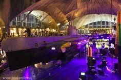 Главный зал с подводной лодкой и другими экспонатами