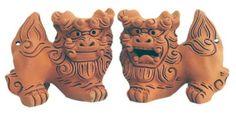 F/S Standing Side SHISA S-size Okinawa Ryukyu Japan Traditional Guardian Lion #Nakagusukukama