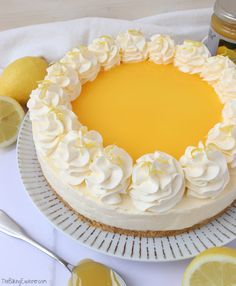 Lemon Cupcakes with Lemon Curd Filling - The Baking Explorer Lemon Curd Cheesecake, Cheesecake Recipes, Dessert Recipes, Lemon Curd Pie, Oreo Cheesecake, Cupcake Recipes, Springform Cake Tin, Lemon Curd Filling, Digestive Biscuits