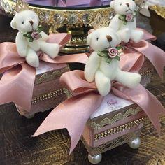 """520 Likes, 10 Comments - Iara Marinho (@lalapetit) on Instagram: """"Morrendo de amor por essas ursinhas lindas . Lembranças por Lala petit #ursasprincesas…"""""""