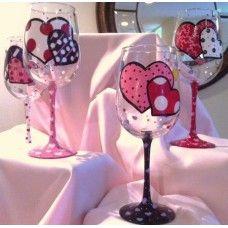 Great wine glasses for Valentine's Day Unique Wine Glasses, Wine Bottle Glasses, Decorated Wine Glasses, Hand Painted Wine Glasses, Wine Glass Crafts, Cork Crafts, Wine Bottle Crafts, Valentines Day Wine, Wine Bottle Design
