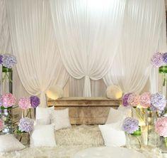 30 Simple Wedding Backdrop Ideas For Your Wedding Ceremony Arab Wedding, Wedding Stage, Wedding Arches, Wedding Set, Simple Wedding Decorations, Simple Weddings, Wedding Ideas, Decor Wedding, Pelamin Simple