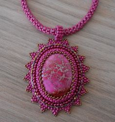 Made bij M Bead Embroidery Jewelry, Soutache Jewelry, Textile Jewelry, Beaded Embroidery, Seed Bead Projects, Beading Projects, Beaded Brooch, Beaded Necklace, Necklaces