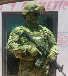 Mexican Marine pulls security in Sinaloa Military Units, Military Gear, Military Police, Military Weapons, Police Officer, Navy Marine, Army & Navy, Marine Corps, Soldado Universal