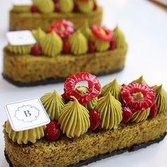 """foudepatisserie on Instagram: """"Matcha, fruits rouges et sesame noir chez @boris_lume beau ET bon #regram"""""""