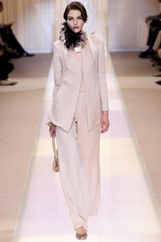 Sfilata Giorgio Armani Privé Paris - Alta Moda Autunno-Inverno 2013-14 - Vogue