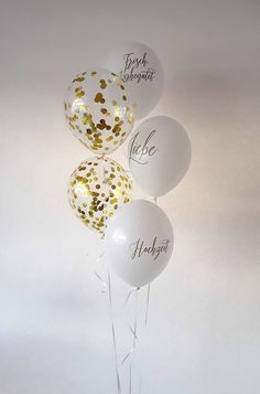Edles Ballonbouquet zur Hochzeit. Goldglitzerballons mit Messageballons als Bouquet gebunden. Ein tolles Geschenk und eine tolle Raumdekoration. Light Bulb, Home Decor, Madness, Great Gifts, Decorating, Wedding, Decoration Home, Room Decor, Light Globes