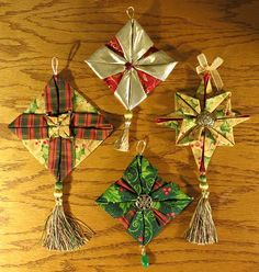Index of Links to about a dozen folded fabric ornaments.  Some have tutorials.  Others are from the Sudo book.