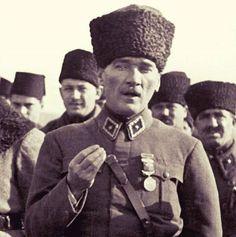 """""""Cumhuriyet, demokratik idarenin tam ve mükemmel bir ifadesidir. Bu rejim, halkın gelişimini ve yükselişini sağlayan, onlardan esirlik, soysuzluk, dalkavukluk hislerini uzaklaştıran bir yoldur.""""Mustafa Kemal Atatürk. #cumhuriyet #demokrasi #idare #şekli #halk #mustafakemalatatürk #tarih #tarihtarihdergisi"""