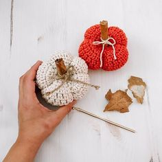 Super cute, easy, and quick crochet pumpkin pattern. If you love fall this pattern is perfect for you, I'am sure you will love it! Make it to decorate your house or sell on craft shows! Crochet Fall, Quick Crochet, Halloween Crochet, Cute Crochet, Single Crochet, Crochet Hooks, Crochet Pumpkin Pattern, Crochet Patterns, Fall Projects