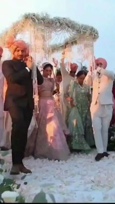 Wedding Dance Video, Indian Wedding Video, Wedding Videos, Desi Wedding, Wedding Stage, Wedding Photoshoot, Indian Wedding Couple Photography, Bridal Photography, Bride Entry