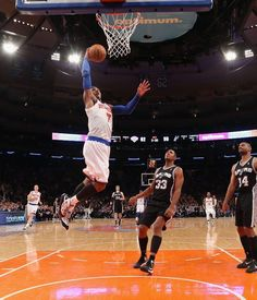 JANUARY 03: Carmelo Anthony #7 of the New York Knicks scores two against the San Antonio Spurs