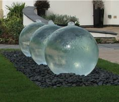 Triple Glass Sphere Garden Water Feature We've got 54 awesome garden water features and outdoor design ideas for your backyard. The sound of running water has always been soothing to the soul. Sphere Water Feature, Modern Water Feature, Outdoor Water Features, Water Features In The Garden, Garden Features, Diy Water Feature, Backyard Water Feature, Garden Globes, Design Jardin