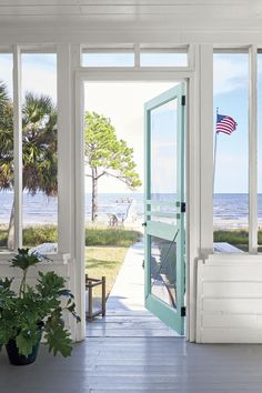 35 Beach House Décor Items to Transform Your Home Into a Seaside Paradise Coastal Homes, Coastal Living, Seaside Cottage Decor, Beach Cottage Exterior, Beach Cottage Style, Beach Homes, White Cottage, Cottage Living, Southern Living