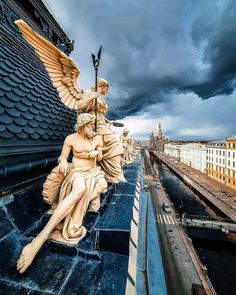 San Petersburgo… Most Beautiful Cities, Beautiful Space, Beautiful Pictures, Key Photo, Photo Art, Russian Architecture, Tumblr, Sculpture Art, Statue Of Liberty