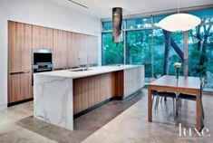 Modern Luxury Kitchens For A Grand Kitchen Warm Kitchen, Stylish Kitchen, Modern Kitchen Design, Kitchen Designs, Kitchen Ideas, Kitchen Decor Signs, Luxury Kitchens, Modern Kitchens, Kitchen Interior