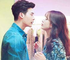 W-Two Worlds is MBC's fantasy / suspense / romance drama about 'W' - the world inside 'W' manhwa where manhwa character Kang Chul (Lee Jong Suk) lives with his Korean Drama Best, Korean Drama Romance, Kiss And Romance, Han Hyo Joo Lee Jong Suk, W Two Worlds Wallpaper, Lee Young Suk, Weightlifting Kim Bok Joo, Cute Couples Kissing, Entertainment