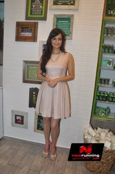 Dia Mirza Unveils The Body Shop's Coconut Hair Oil. More pictures at http://www.nowrunning.com/event/bollywood/dia-mirza-unveils-the-body-shops-coconut-hair-oil/57289/gallery.htm