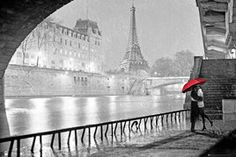Paris - Eiffel Tower Kiss