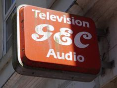 @ghostsigns  #GEC logo on projecting sign, still up in #Torquay #Devon  via @isetta_windsor