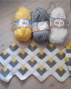 Pyramid Crochet Afghan Pattern Free - Her Crochet Granny Square Crochet Pattern, Afghan Crochet Patterns, Crochet Squares, Baby Knitting Patterns, Crochet Motif, Knitting Stitches, Crochet Designs, Crochet Yarn, Gilet Crochet