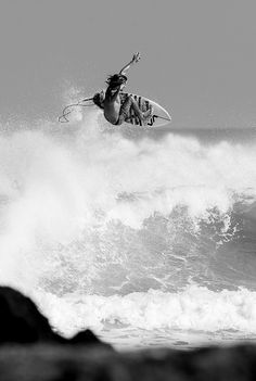 Surf... Beach Sketches, Char A Voile, Beach Cars, Waves Photography, Summer Surf, Surfs Up, Surfing, Boating, Snowboard