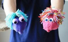 It happens every year, mismatched mittens. Instead of tossing them, let& make some really fun and easy mitten puppets that take almost no time to make. Sock Puppets, Hand Puppets, Diy For Kids, Crafts For Kids, Arts And Crafts, Puppet Crafts, Puppet Making, Kindergarten Crafts, Preschool