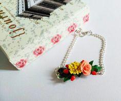 Pulsera con flores pulsera rosas y diente de por Seasonoftheflowers