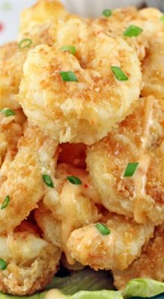 Bonefish Grill& Bang Bang Shrimp A copycat restaurant recipe for spicy, crunchy Bang Bang Shrimp. They make great appetizers, party or game day snacks! Shrimp Dishes, Fish Dishes, Shrimp Recipes, Fish Recipes, Great Recipes, Favorite Recipes, Copycat Recipes, Lobster Dishes, Meat Recipes