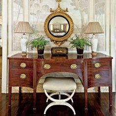 How to Update Your Sideboard. Decorating expert Phoebe Howard breathes new life into a classic antique with a few chic accessories. Sideboard Dekor, Antique Sideboard, Side Board, Interior Design Living Room, Interior Decorating, Decorating Ideas, Interior Designing, Interior Styling, Antiques Road Trip