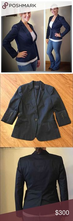 Banana Republic size 6 navy blue stretch blazer Same day shipping (excluding Sun/holidays or orders placed after P.O. Closed) ❤️Save on shipping: Add all of your likes to a bundle and make me an offer  This rich navy blue blazer is perfect for work with khakis or paired with jeans for an upscale casual outfit. It features 1-button closure, slight padding in shoulders for structure and has 4 small buttons on each sleeve. Pockets are not functional. Smoke/pet free home. No holes/stains. Flat…