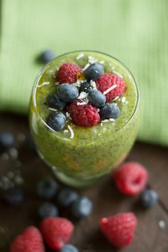 Kiwi Chia Pudding - This Kiwi Chia Pudding is made with coconut milk, kiwi fruit and maple syrup. It is a great option for a healthy breakfast or a snack in the afternoon.