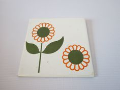 Daisy Wall Hanging Tile Flower Power Mod Floral Decor 70s Wall Hanging Hippie Art 1970s Decoration Tile Kitsch Kitschy by GoodLuxeVintage on Etsy