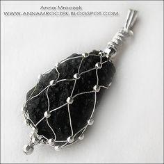 Anna Mroczek - Exclusive Jewelry: Raw stone. Buena idea para piezas sin agujero
