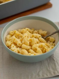 Healthy homemade macaroni cheese recipe a mac and cheese makeover packed with hidden vegetables perfect tor the picky eater, kid friendly food #macncheese #hiddenveggies #kidsfood Healthy Family Dinners, Healthy Meals For Kids, Family Meals, Kids Meals, Family Recipes, Healthy Macaroni Cheese, Homemade Macaroni Cheese, Macaroni And Cheese, Cheese Recipes