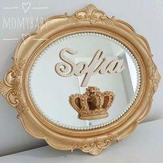 Porta maternidade dourado, com fundo espelhado, aplique de coroa dourado e nome perolado da princesa Sofia!  Faça seu orçamento e encomende conosco, temos ofertas incríveis esperando por você!  (33) 99145-5830 ou Direct  #PortaMaternidade #Quadro #Moldura #Quadrinho #Presente #Decoração #BabyRoom #QuartoDeBebê #QuartoDeMenina #QuartoDeMenino #MãeDeMenina #MãeDeMenino #LetrasPeroladas #LetraDecorada #LetraPersonalizada #InicialDoNome #Pérolas #QuartinhoDeBebe #CantinhoDeBebe…