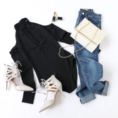 All you need for an effortless style: a black bodysuit + a pair of jeans + a chic flap bag. ✨ #coldshoulder #blackbodysuit #flapbag #trendyoutfit #streetstyle
