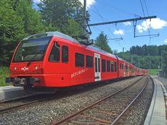 SZU Be 510 Stadler-Triebzug fährt als S10 gleich von Ringlikon in Richtung Uetliberg. Deutlich erkennbar sind die verlegten Y-Schwellen. Auf Wanderung am 13. Juni 2015, 15:13