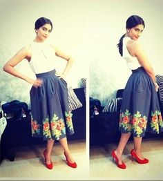 Sonam Kapoor donned an Eshani Jaiswal milkmaid skirt for the promotions of her movie Bewakoofiyan. She teamed it with a Zara shirt and bright orange . Diva Fashion, Fashion 2017, Fashion Outfits, Fashion Design, Street Fashion, Classy Outfits, Casual Outfits, Casual Dresses, Girls Dresses